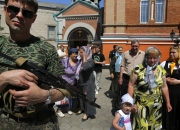 pro-russian-rebel-guards-ukraine-church
