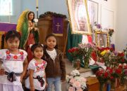 girls-pose-in-front-of-an-altar-at-parroquia-san-jose