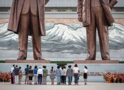 north-korean-leaders-statues