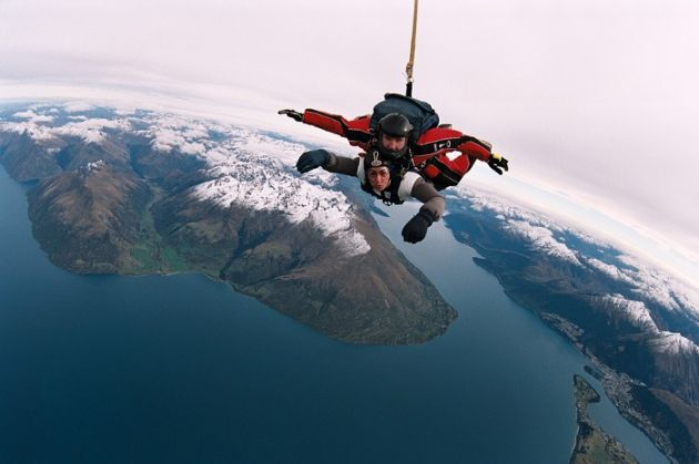84-year-old UK twins to leap 8,000 feet to raise charity cash