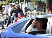 pope-francis-in-car