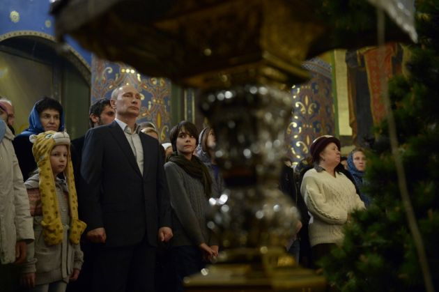 Russian Orthodox mark Christmas in midnight Masses