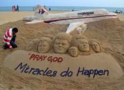 malaysian-airlines-flight-mh370-sand-sculpture-in-puri-india