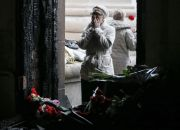 woman-mourns-at-entrace-to-burnt-trade-union-building-in-odessa-ukraine