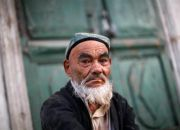 uighur-man-at-market-in-kashgar-xinjiang-province-china