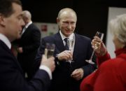 vladimir-putin-dmitry-medvedev-and-tatiana-tarasova-with-glasses-of-champagne