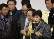 south-korean-president-park-geun-hye-speaks-to-family-members-of-missing-passengers-who-were-on-south-korean-ferry-sewol