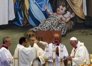 pope-francis-manger-square-mass