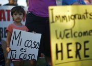 child-at-demonstration-supporting-u-s-migrants