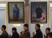 catholic-believers-in-china-at-underground-church