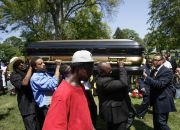 casket-containing-the-body-of-michael-brown
