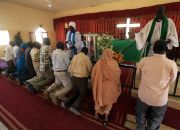 christians-worship-in-sudan