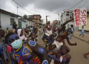 actors-in-abidjan-perform-for-ebola