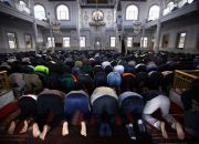muslim-worshipers-in-australia
