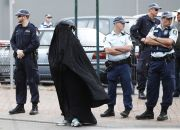 woman-wearing-burqa-in-australia