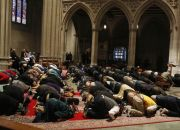 muslims-worship-in-washington-national-cathedral
