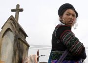 hmong-woman-in-laos
