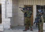 israeli-army-soldier-shoots-tear-gas