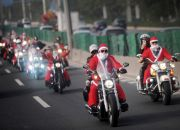 chinese-santas-on-motorcycles