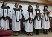 north-korean-defectors-sing-at-service