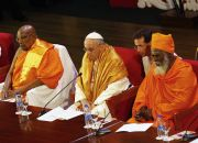 pope-francis-and-buddhist-monk-in-colombo