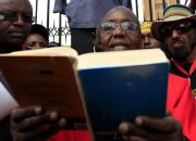 kenyan-rev-timothy-njoya-reads-bible